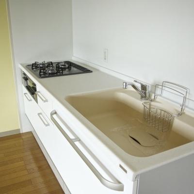 この新品のキッチン!3口ガスにグリル付き※写真は1302号
