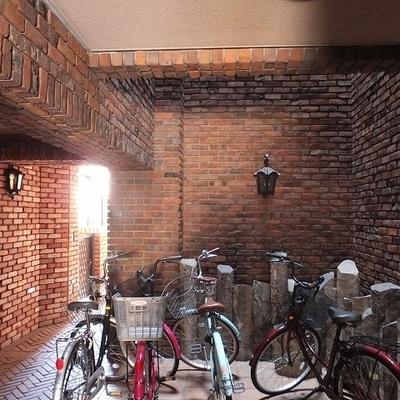 駐輪場は各階にあります。ここも特別な空間。