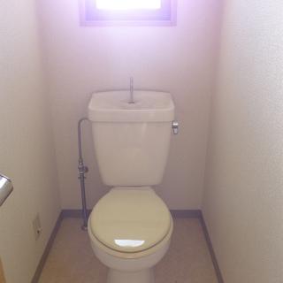 トイレに窓!明るいです!