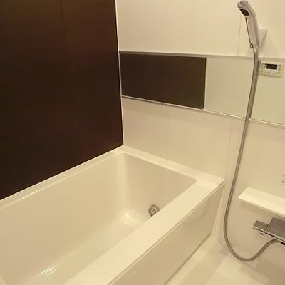 スタイリッシュなバスルーム※写真は別部屋です