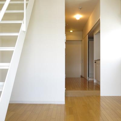 1階部分、キッチンとダイニングです。