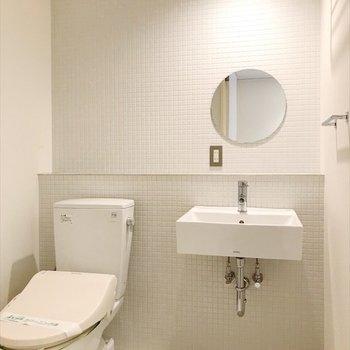 トイレと洗面台は同室。