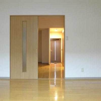 ゆとりのある、くつろぎ空間に。※写真は別部屋になります。