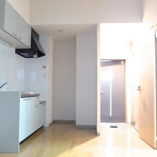 6.5畳のDKもゆとりがあります。天井高し。※写真は別部屋になります。
