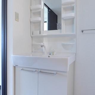 洗面台は白でスッキリ!