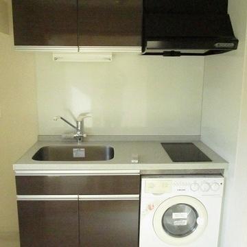 キッチンIH。洗濯機が下についてます!