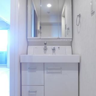 洗面台は鏡が大きく、使い勝手good!