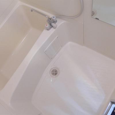 お風呂は普通サイズです。