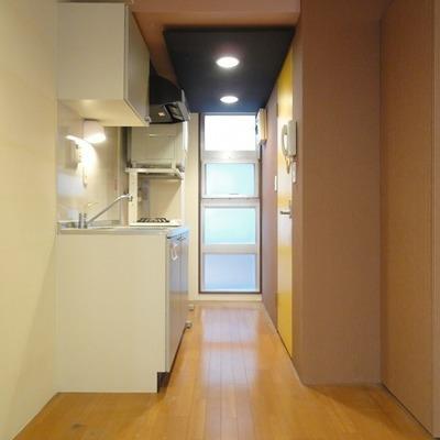 お部屋からキッチン、バスルーム等のあるスペース
