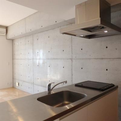キッチンはIH2口。