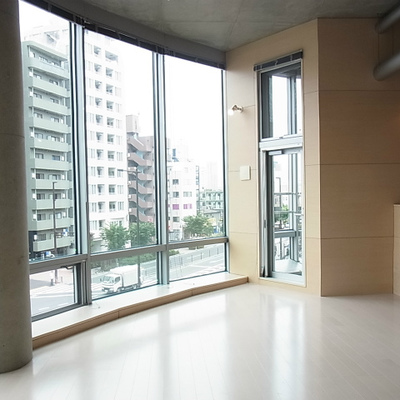 駅直結、3m超す天井高のデザイナーズ Ⅰ
