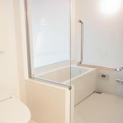 浴室はガラス張りです。