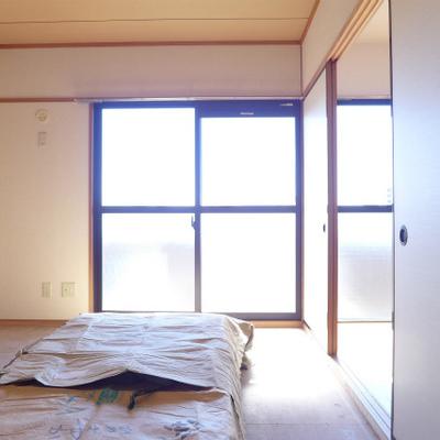 6帖の和室も南向きで明るいです!※まだ畳は敷いてません。