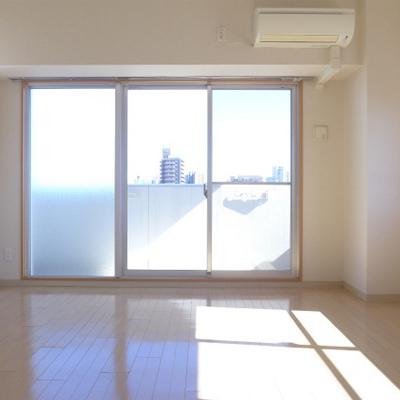 東向きのお部屋は窓が大きく、明るいです!
