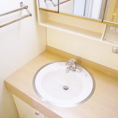 独立洗面台(写真は3階のお部屋です)