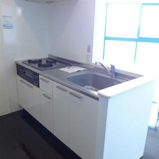 システムキッチンは3口ガスコンロ!※写真は別部屋