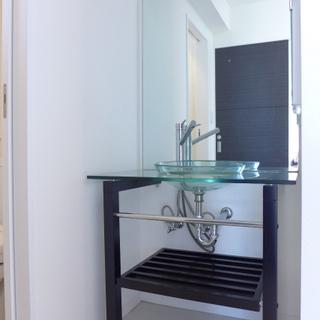 ガラスボウルが素敵な洗面台。※写真は別部屋