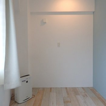 寝室として使用するスペース。セミダブルベッドは設置可能◎ ※写真は同間取り306号室のもの