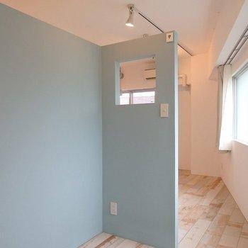 実は室内物干し用のケーブルがあるので、こちらで洗濯物干せます! ※現地でも要確認