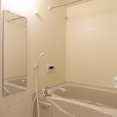 浴室乾燥機能付で寒い時期でも快適なお風呂ライフ ※写真は同間取り306号室のもの