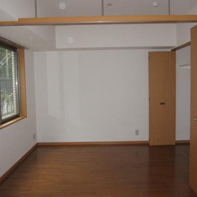 引き戸を開ければワンルーム!※写真は1階の似た間取りの別部屋です