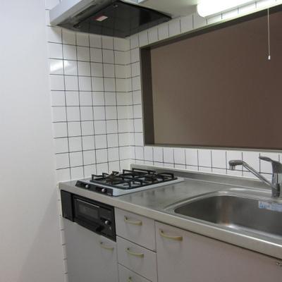 キッチンは対面式です※写真は1階の似た間取りの別部屋です