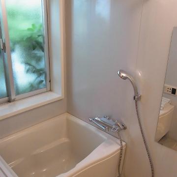 浴室乾燥機付きですよ。※写真は1階の同間取り別部屋のものです