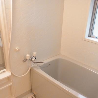 浴室の窓も入れたら驚異の4面採光・・?