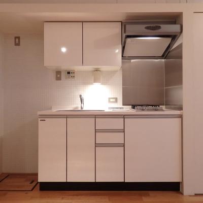 ホワイトの清潔感あるキッチン