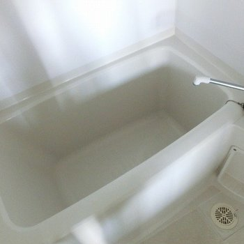 お風呂も綺麗でしたよ。※写真は7階の反転間取り別部屋のものです。