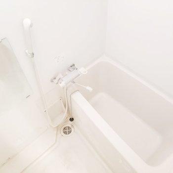 お風呂はしっかりと浸かれる大きさでナイス!※クリーニング前の写真