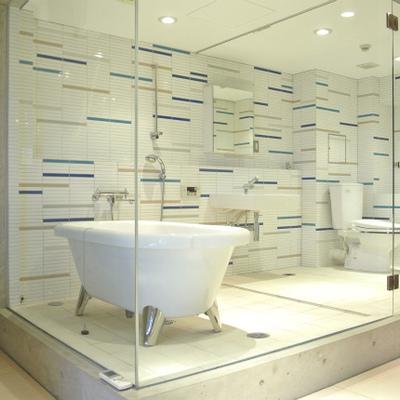 スケスケのお風呂で開放感マックスです。