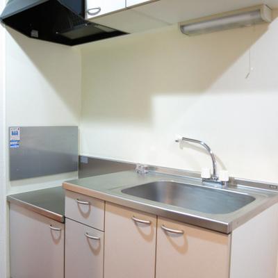 キッチンはコンロ持ち込み式。(お部屋は別部屋)