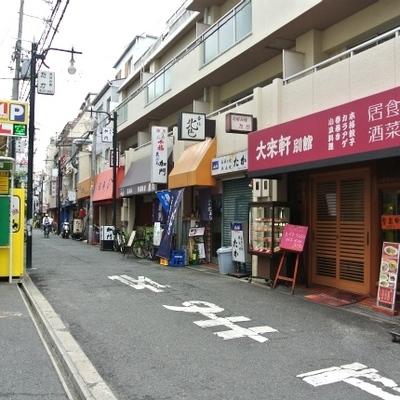 飲食店が多く立ち並ぶ食べ歩きの街