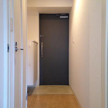 玄関部分。シューズボックスも付いています。