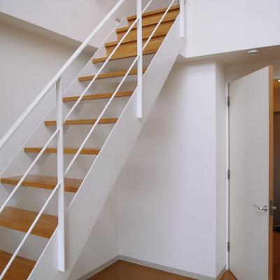 こちら下の階段