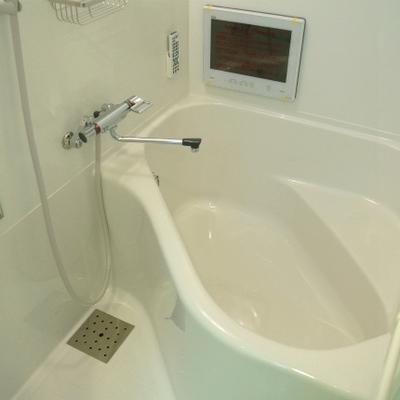 風呂の形は変わっています。ちょっと狭いかも