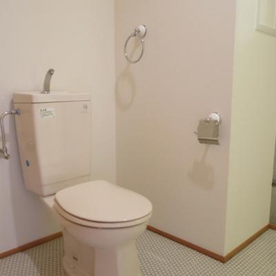 脱衣所兼、トイレ。