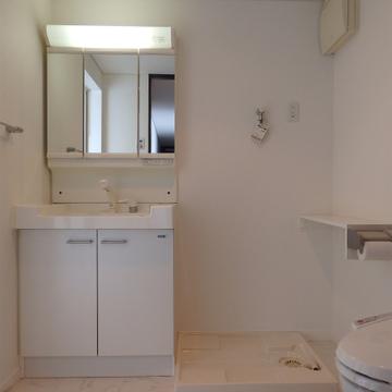 トイレと洗面台は隣り合ってる※写真は別部屋