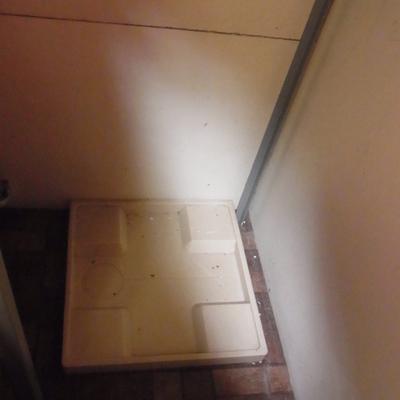部屋の外にある洗濯機置き場※写真は前回募集時のものです