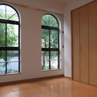 お客さんに自慢したくなる印象的な窓 ※写真は前回募集時のものです
