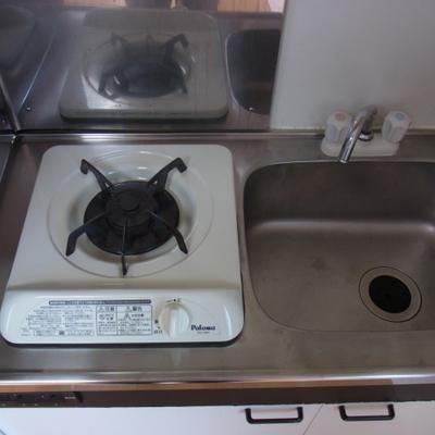 コンパクトなキッチン※写真は前回募集時のものです
