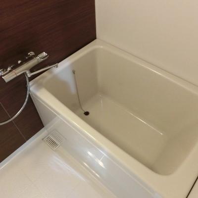 お風呂も清潔感たっぷり。
