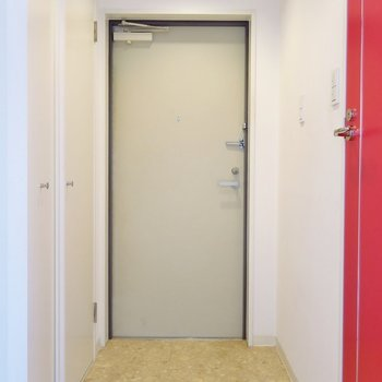 玄関はこちらに。※写真は前回掲載時のものです。