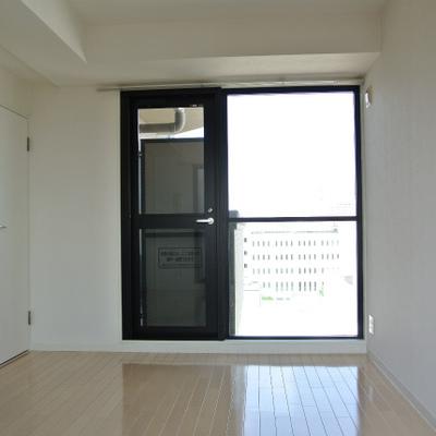 気持ち良い2面採光※8階はキッチンが赤です!!