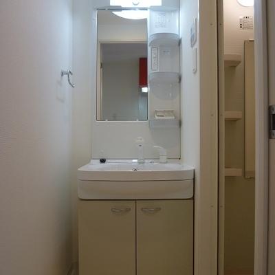 洗面台も、