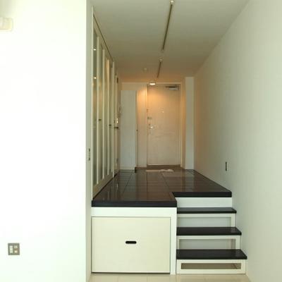 一段高くなったお部屋