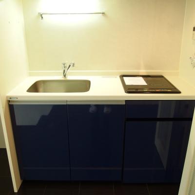 キッチンは折込戸の裏に隠せます