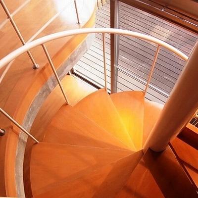 螺旋階段、ぐるぐる。※写真は前回募集時のものです