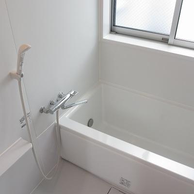 ゆったりくつろげそうなお風呂です。
